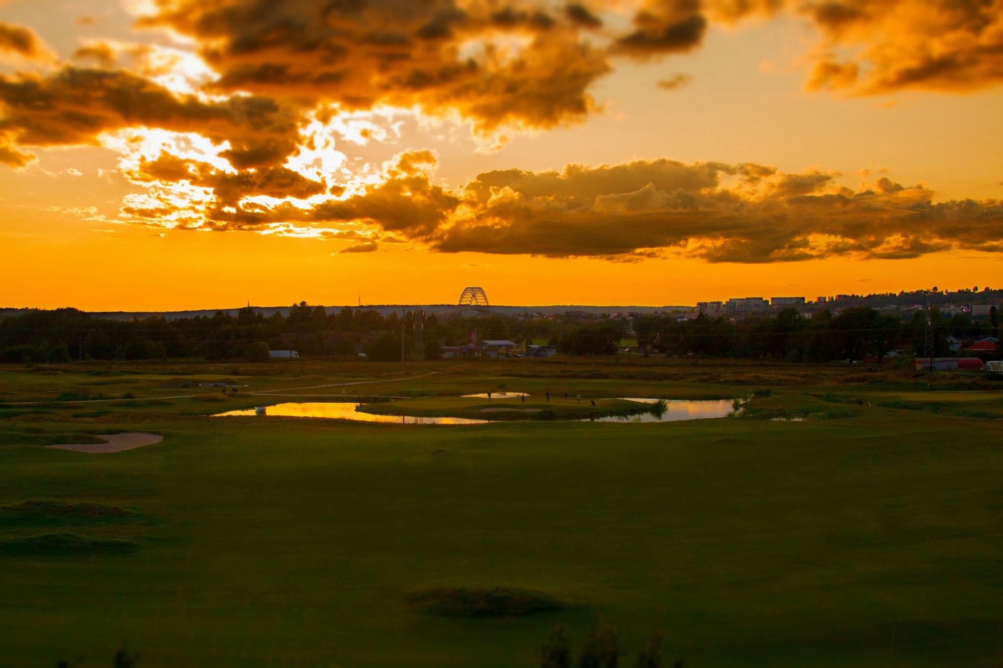 Fredrikstad sett fra Østsiden med golfbane